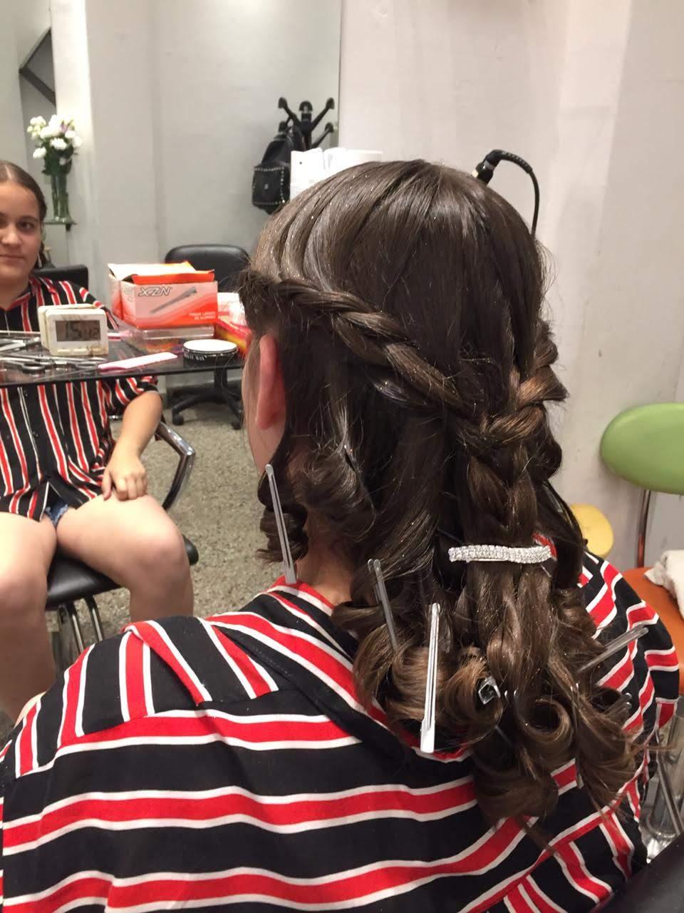 Peinado trenza nena vista espalda