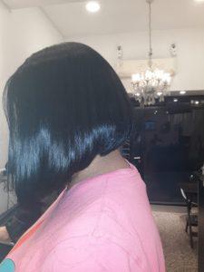 un moderno corte de pelo corto para mujer